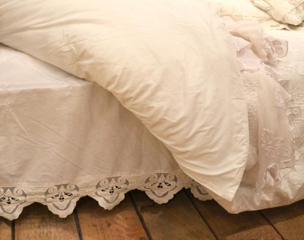 housse de sommier trendy des punaises de lit sont caches dans le lit with housse de sommier. Black Bedroom Furniture Sets. Home Design Ideas